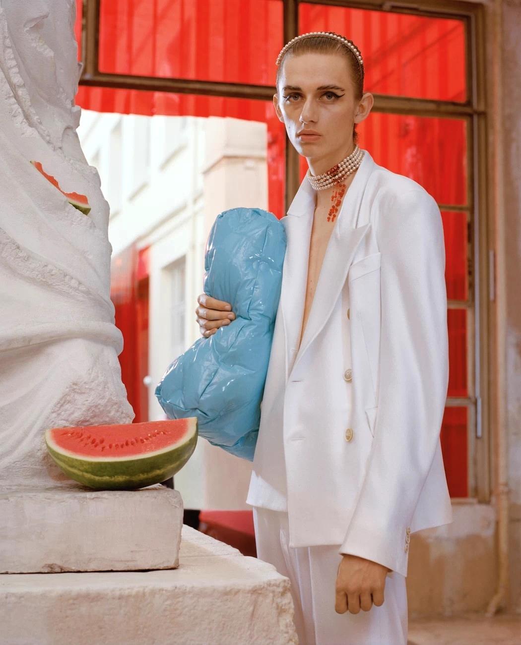 Джон Гальяно размышляет о будущем агендерной моды