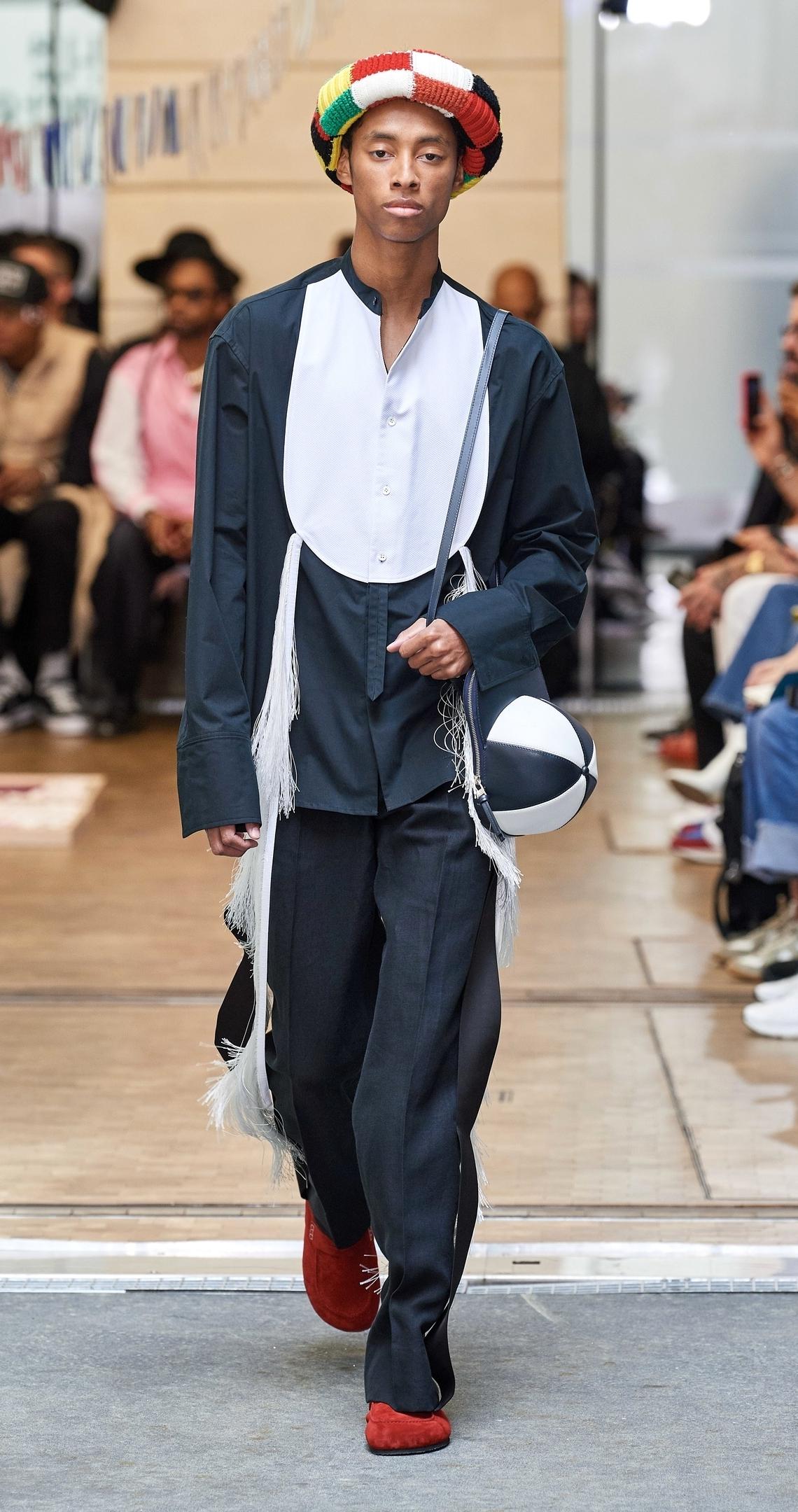 Образ из коллекции JW Anderson Spring/Summer 2020 Menswear