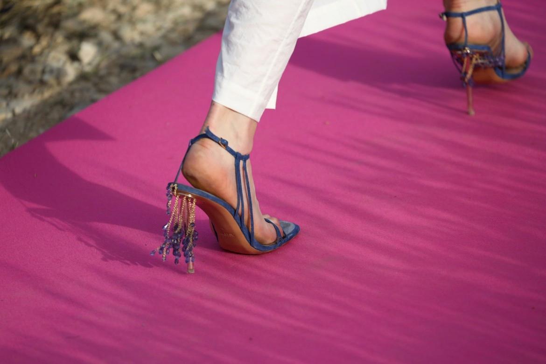 Туфли с кристаллами Swarovski из коллекции Jacquemus Spring/Summer 2020 Menswear