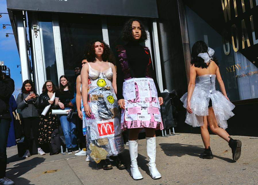 Экологичный протест Extinction Rebellion на Неделе в Нью-Йорке FW 2020