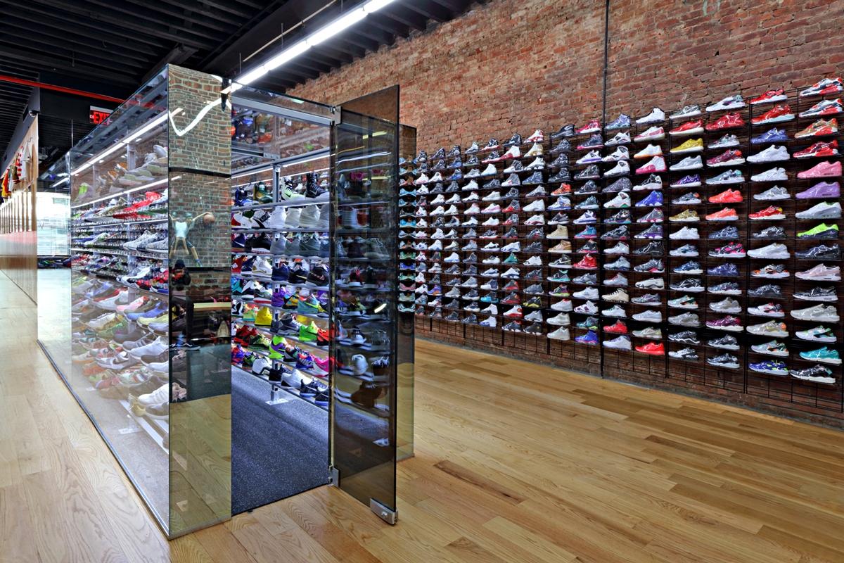 Кроссовки в магазине Flight Club в Нью-Йорке