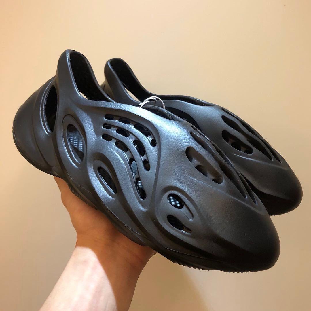 Черные adidas Yeezy Foam Runner