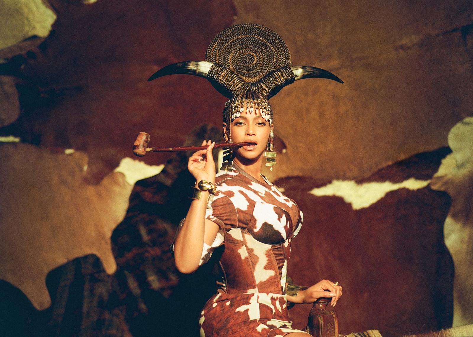 Костюмы Beyonce в «Black Is King»