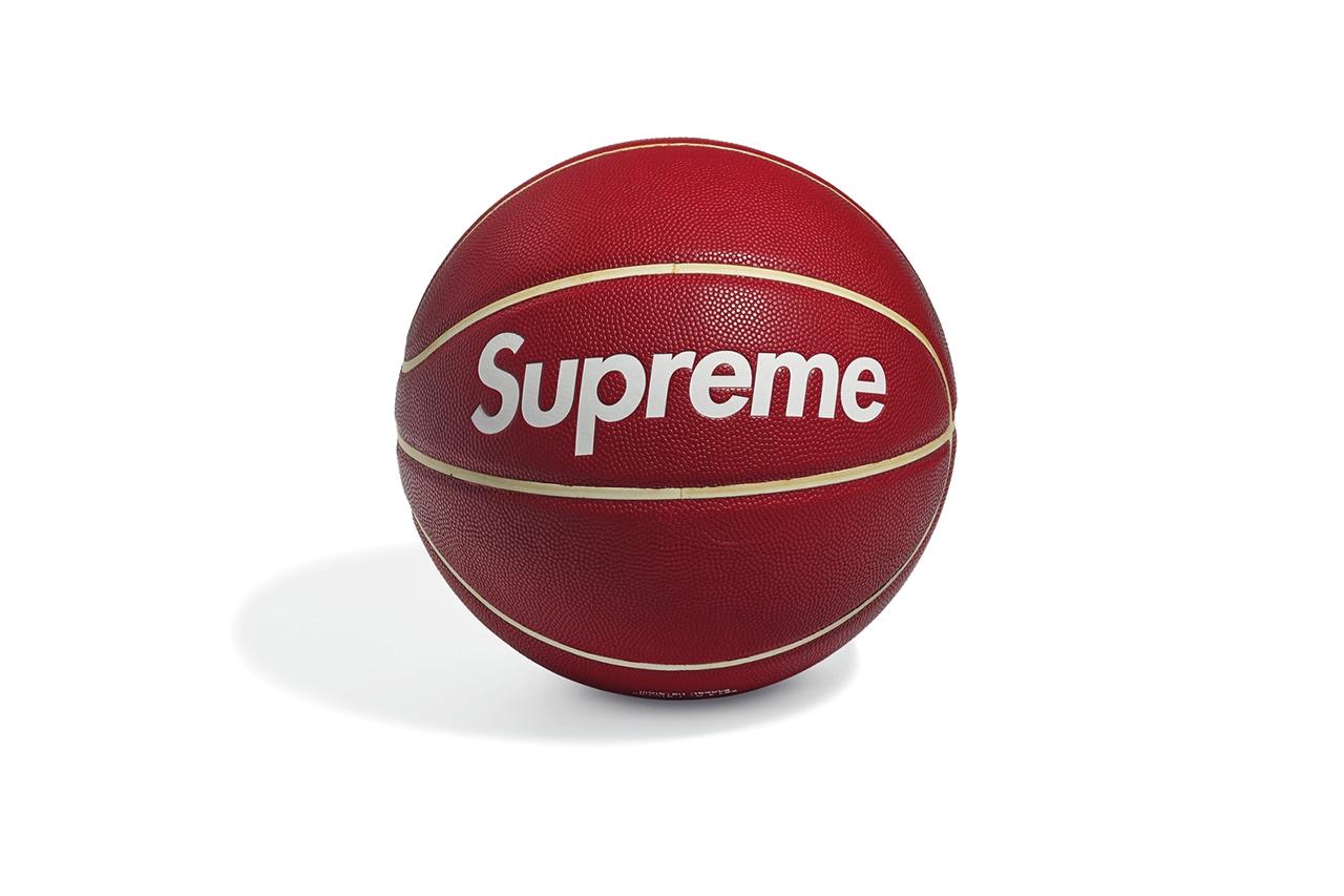 Коллекция Supreme будет продана на аукционе