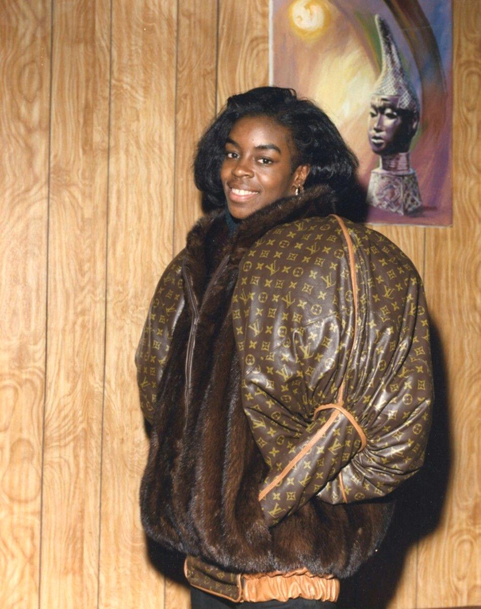 Дайан Диксон в куртке с монограммой Louis Vuitton от Dapper Dan