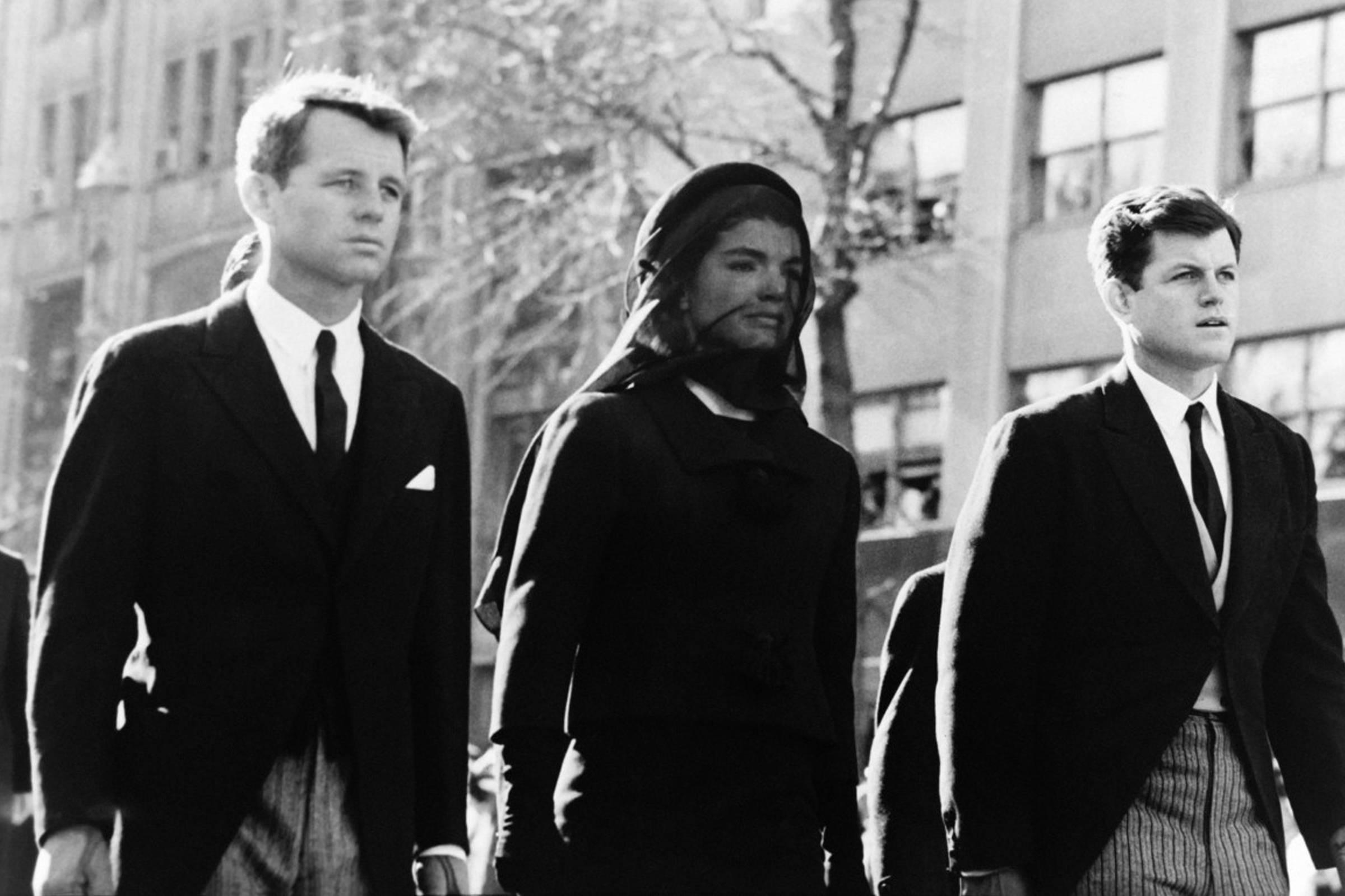 Бобби, Джеки и Тед Кеннеди на похоронах президента Джона Ф. Кеннеди