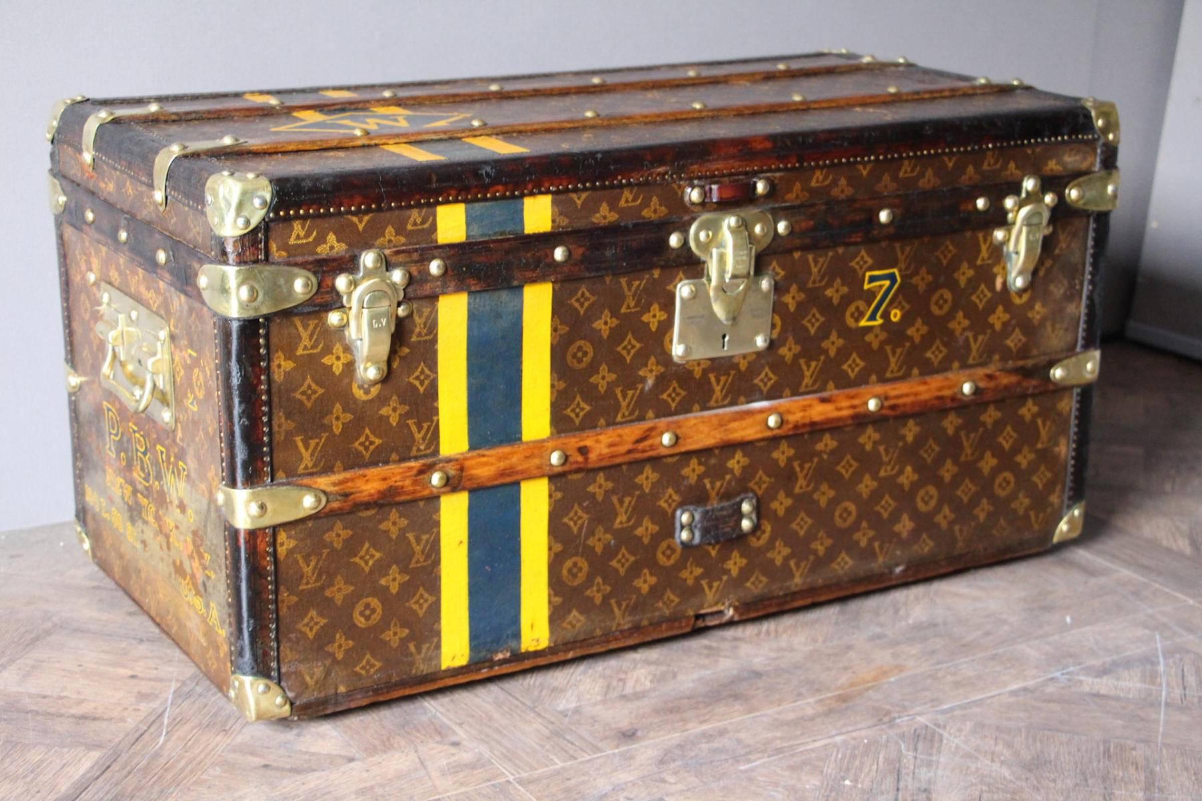Ранний пример монограммы «LV» Louis Vuitton