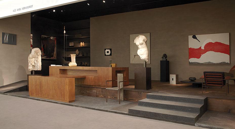 Канье Уэст был очарован этим кофейным столиком Le Corbusier на стенде Вервордта на выставке TEFAF.