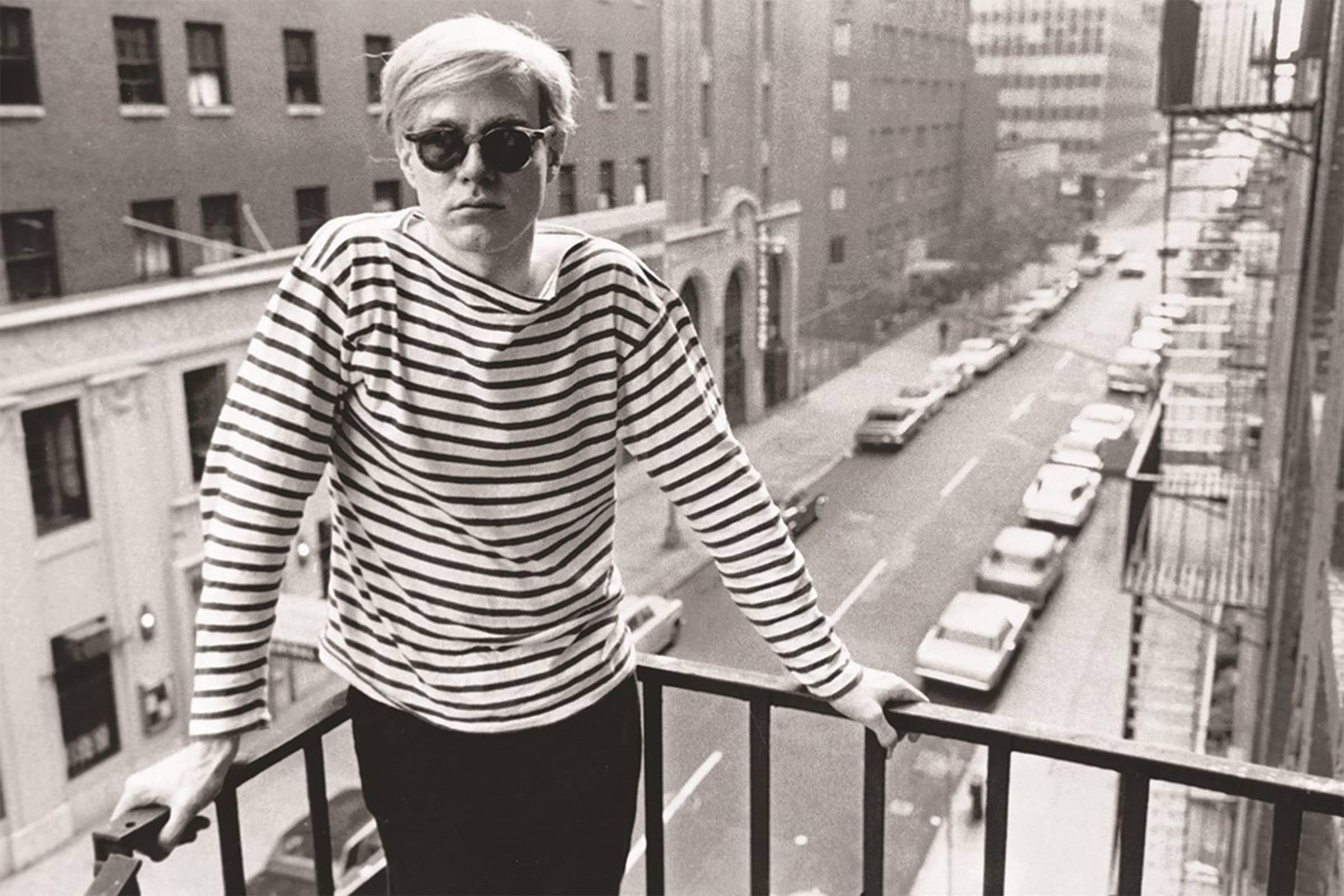 Энди Уорхол в своих знаменитых очках Moscot