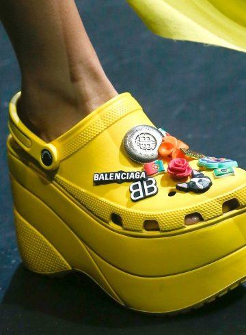 Как Crocs стали самой несокрушимой «уродливой» обувью