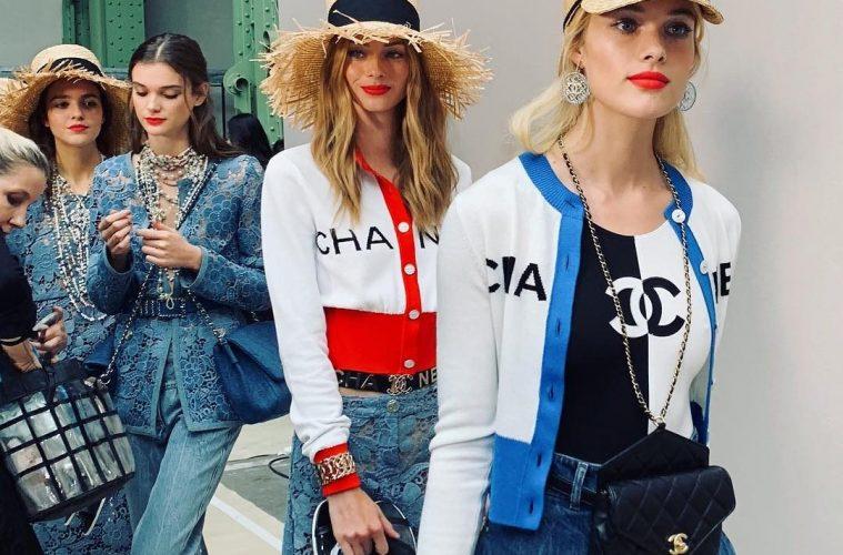 Chanel поднимает цену на самые популярные сумки