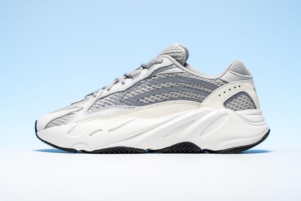 adidas-YEEZY-BOOST-700-V2-Static-Молодежный-Центр
