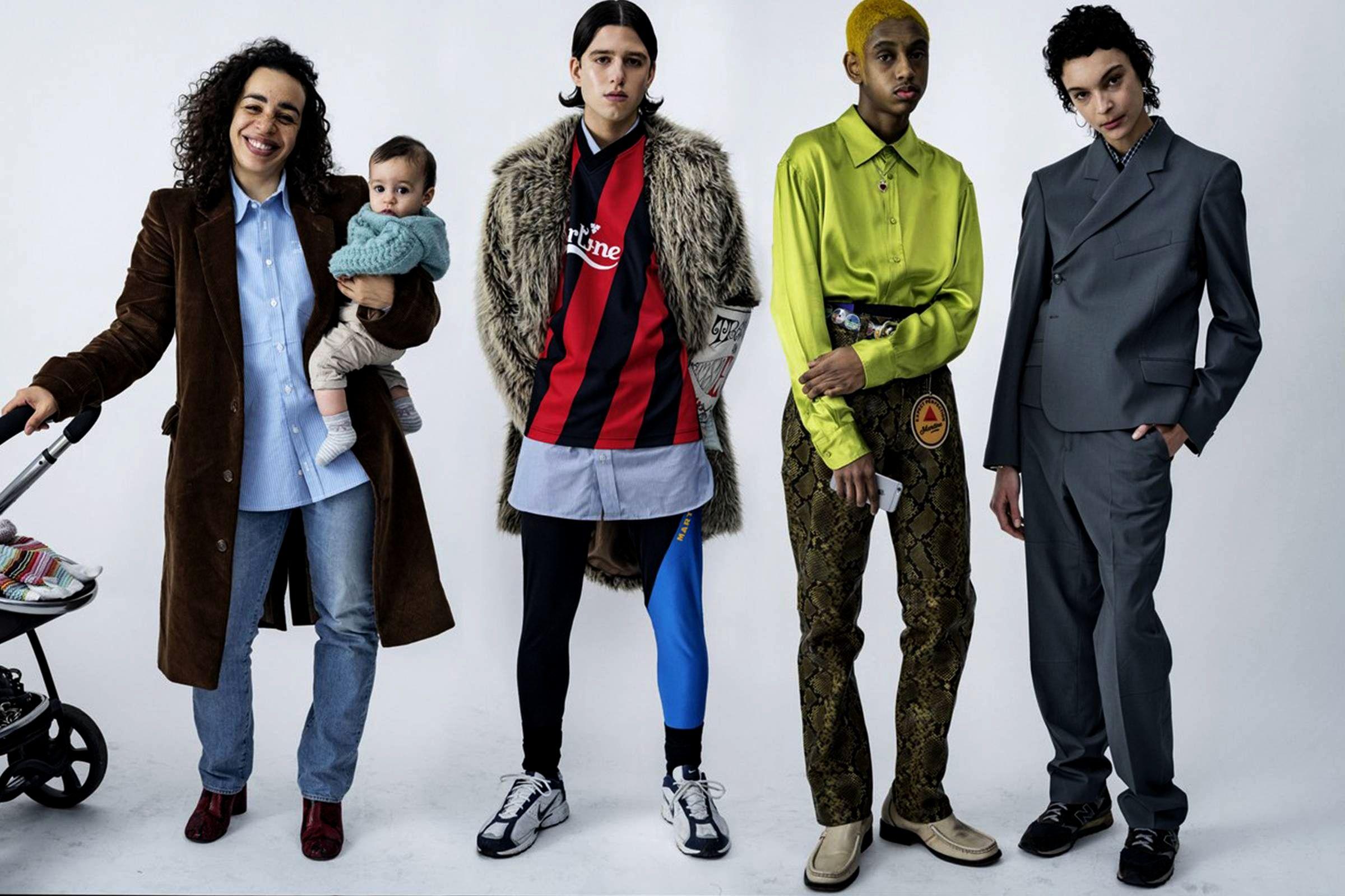 Мартин Роуз (слева) со своим сыном Рубеном и моделями на показе Martine Rose Весна/Лето 2016