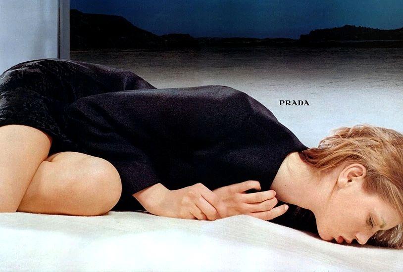 Фото Norbert Schoerner. Рекламная кампания Prada коллекции Осень/Зима 1998, Анджела Линдвалл.