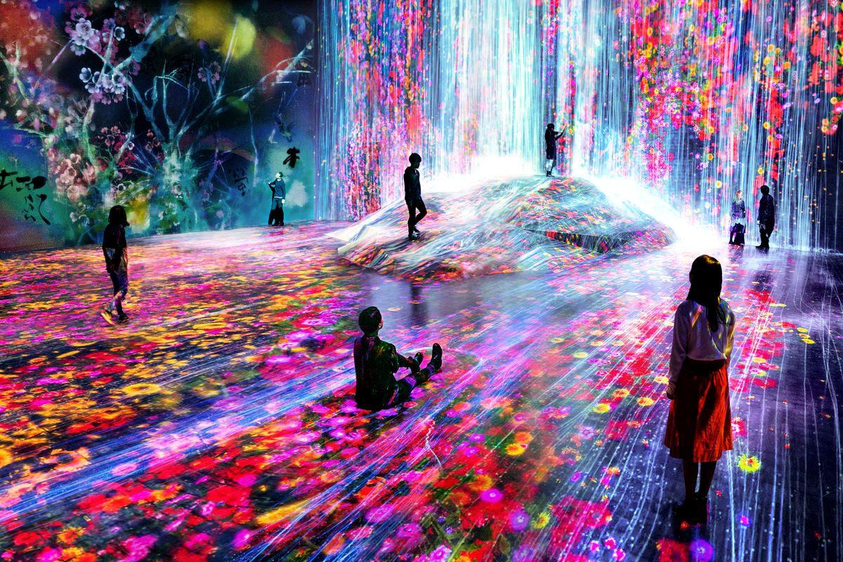 Инсталляция teamLab«Borderless» в Музее цифрового искусства Mori Building, Одайба, Токио, 2018 год.