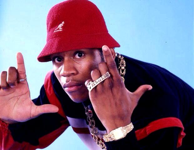 Хип-хоп исполнитель LL Cool J в панаме Kangol