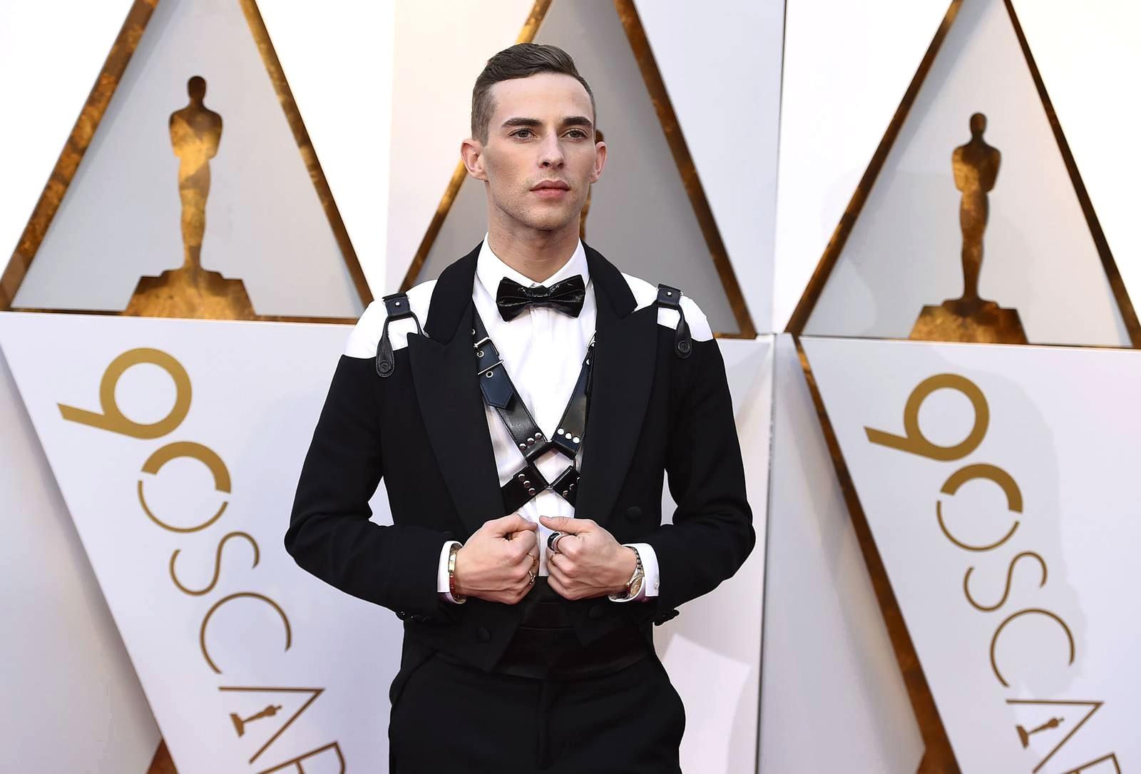 Адам Риппон в харнессе и смокинге на церемонии вручения премии «Оскар» 2018