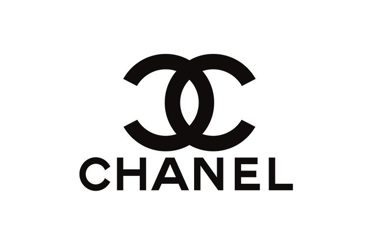 Место Лагерфельда в Chanel займут Виржини Виар и Эрик Пфандер