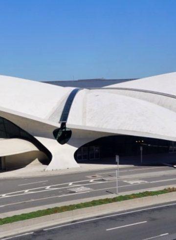 Показ новой круизной коллекции Louis Vuitton пройдет в аэропорту