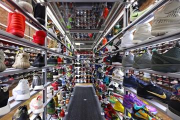 Крупные компании попросили Трампа не повышать тарифы на обувь