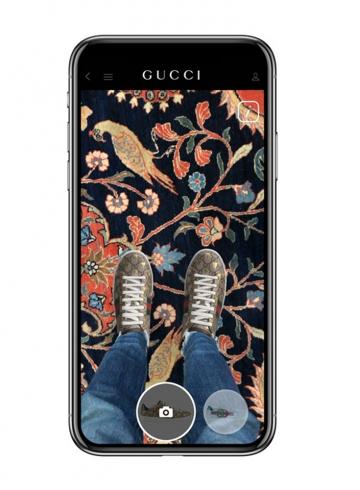 Приложение Gucci позволяет виртуально примерить кроссовки