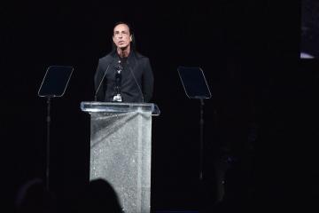 В Бруклинском музее прошла торжественная церемония вручения премии CFDA Awards 2019, где лучшим дизайнером мужской одежды был объявлен Рик Оуэнс