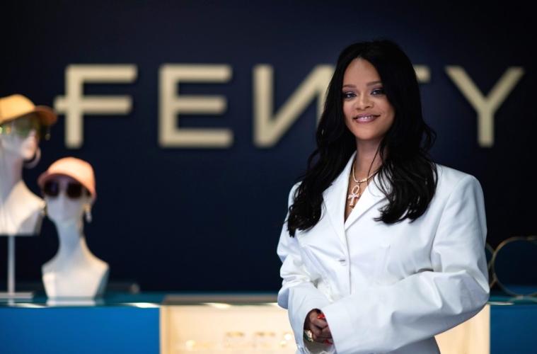 Рианна представила первую коллекцию Fenty в магазине The Webster
