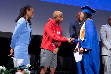 Фаррелл Уильямс предложил стажировку выпускникам школы Гарлема