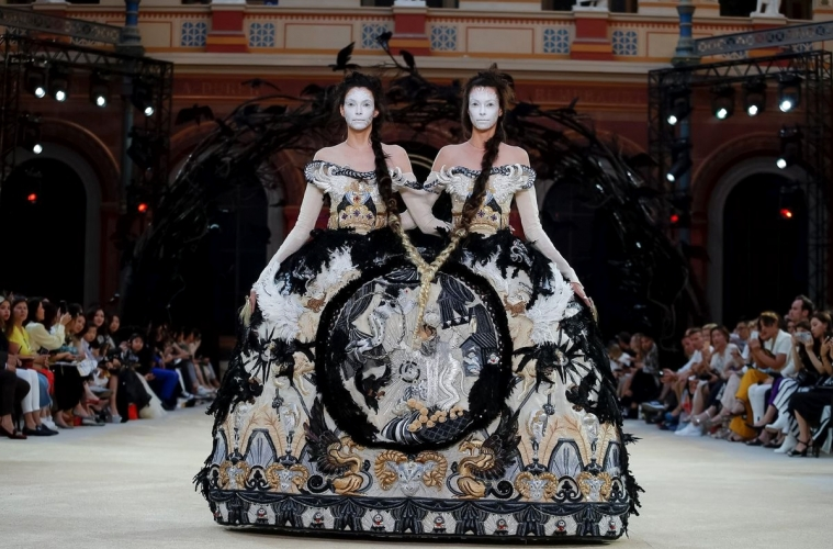 Guo Pei Fall/Winter 2019 Couture — обзор мистической коллекции