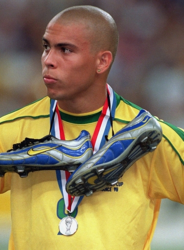 Роналдо в Nike Mercurial 1998