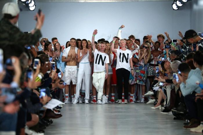 Политика на Неделе моды