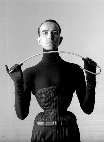 Кто такой Mr Pearl — создатель знаменитых корсетов для дизайнеров