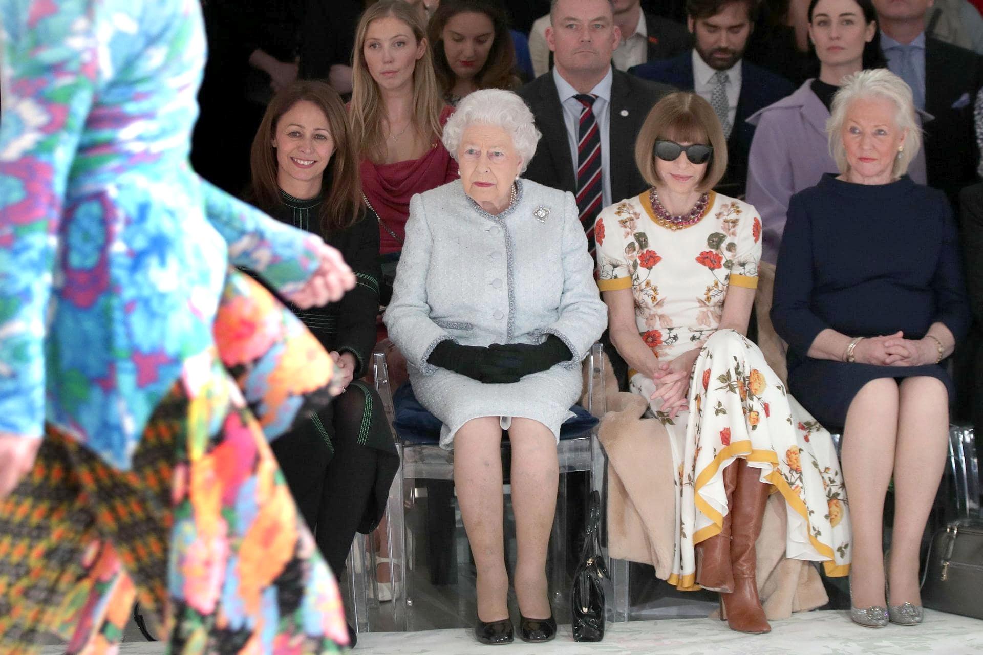 Королева Елизавета II и Анна Винтур на Неделе моды в Лондоне