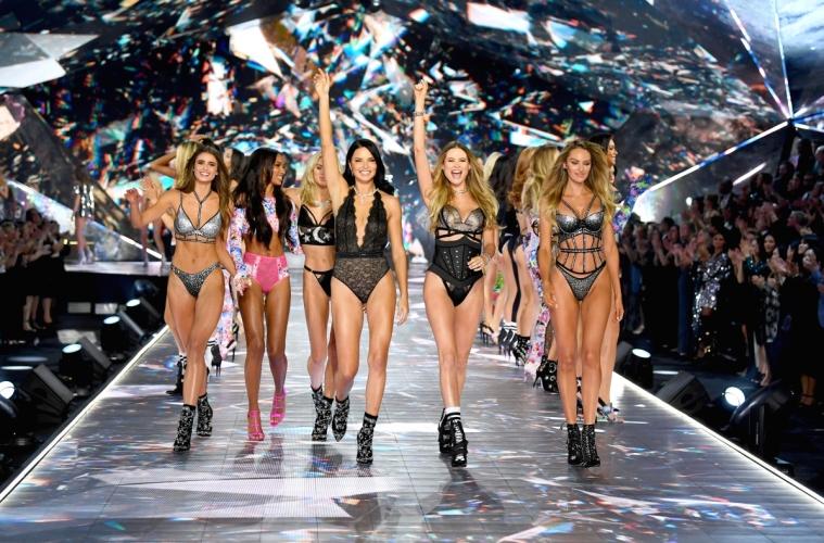 Victoria's Secret официально отменил свой ежегодный показ
