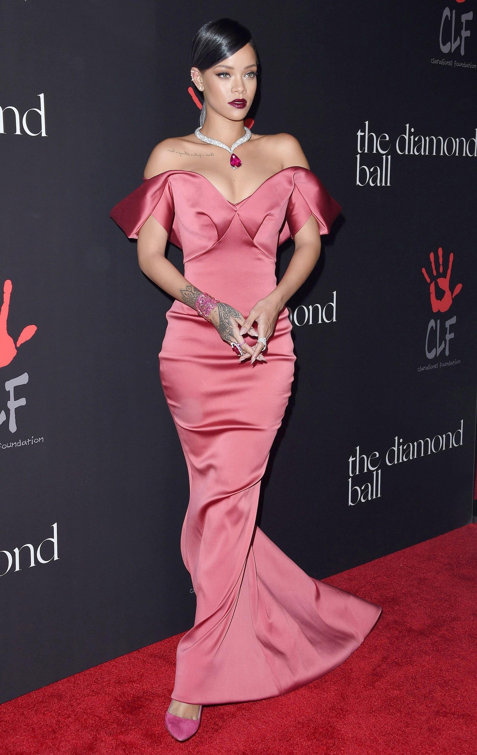 Рианна в платье Zac Posen на Diamond Ball 2014