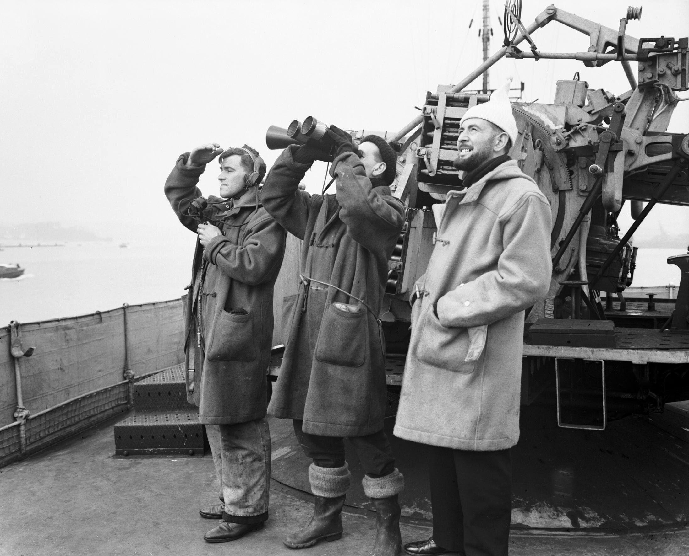 Дафлкот на военных моряках Великобритании