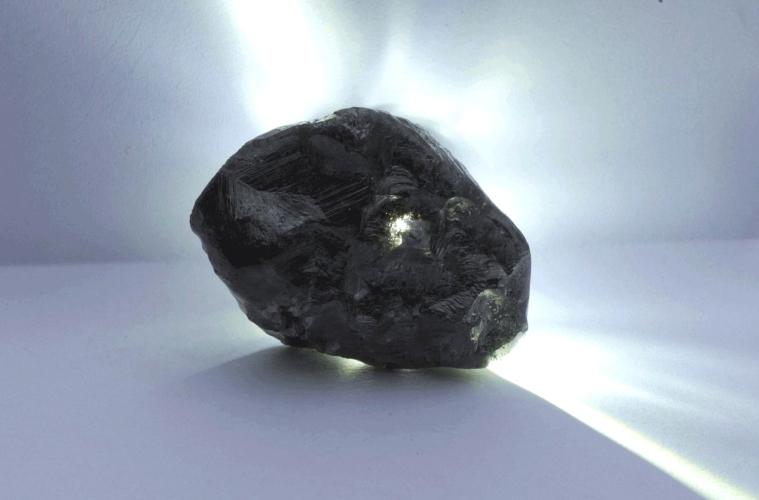 Louis Vuitton купил самый крупный необработанный алмаз в мире