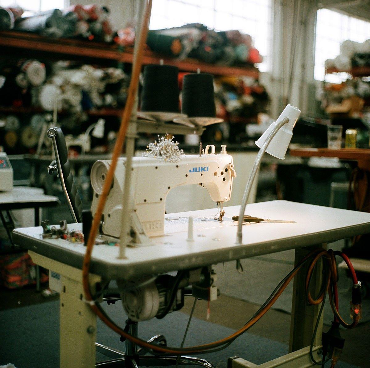 Стерлинг Руби экскурсия по мастерской художника — текстильная комната