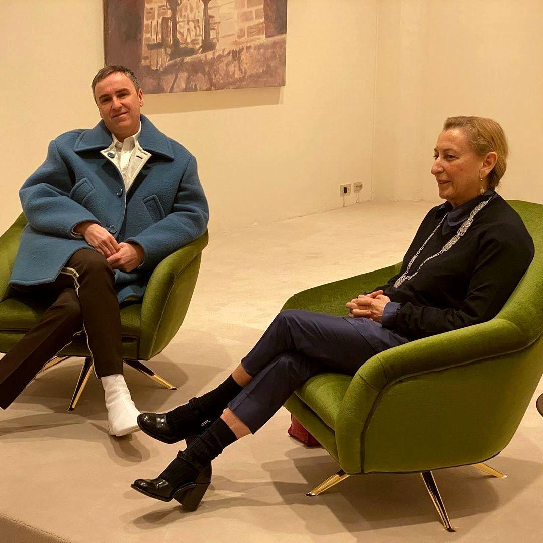 Раф Симонс и Миучча Прада анонсируют новость на пресс-конференции