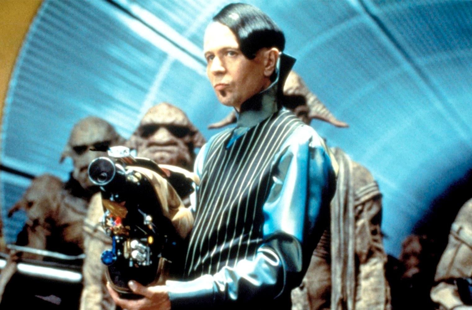 Жан-Поль Готье – художник по костюмам фильма Пятый элемент