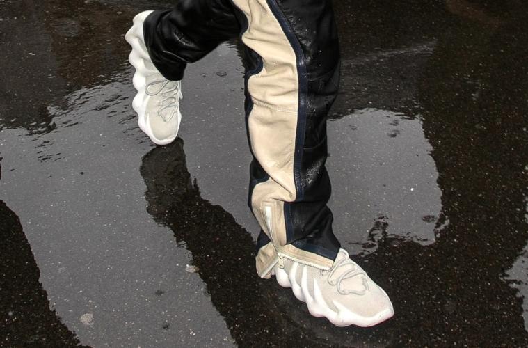 ПАРАМЕТРЫ ФАЙЛА adidas-yeezy-451-kane-uest-pokazal-krossovki-na-nedele-mody-v-parizhe-001-molodezhnyj-czentr-mcmag.ru_.jpg