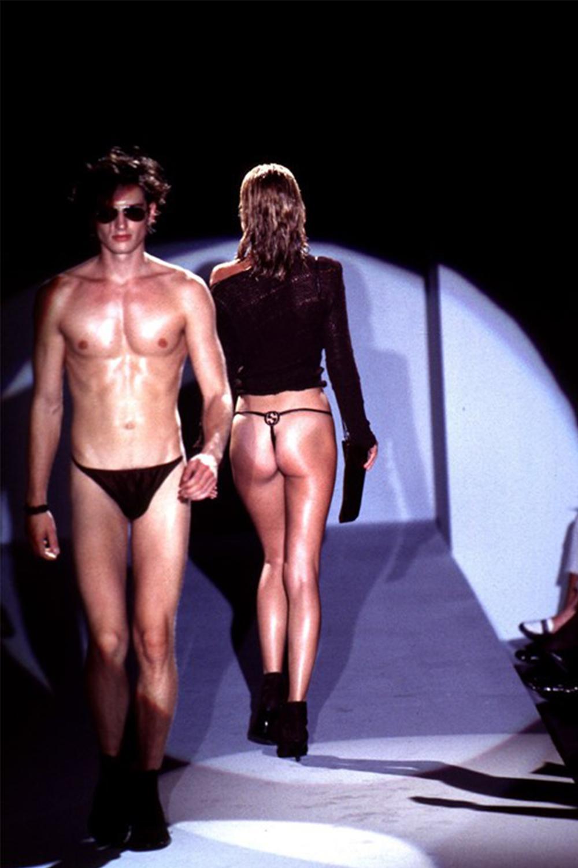 Нижнее белье как верхняя одежда — Gucci Spring/Summer 1997