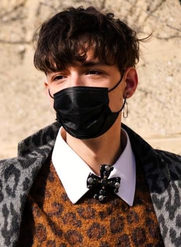 LVMH поставит 40 миллионов масок Франции