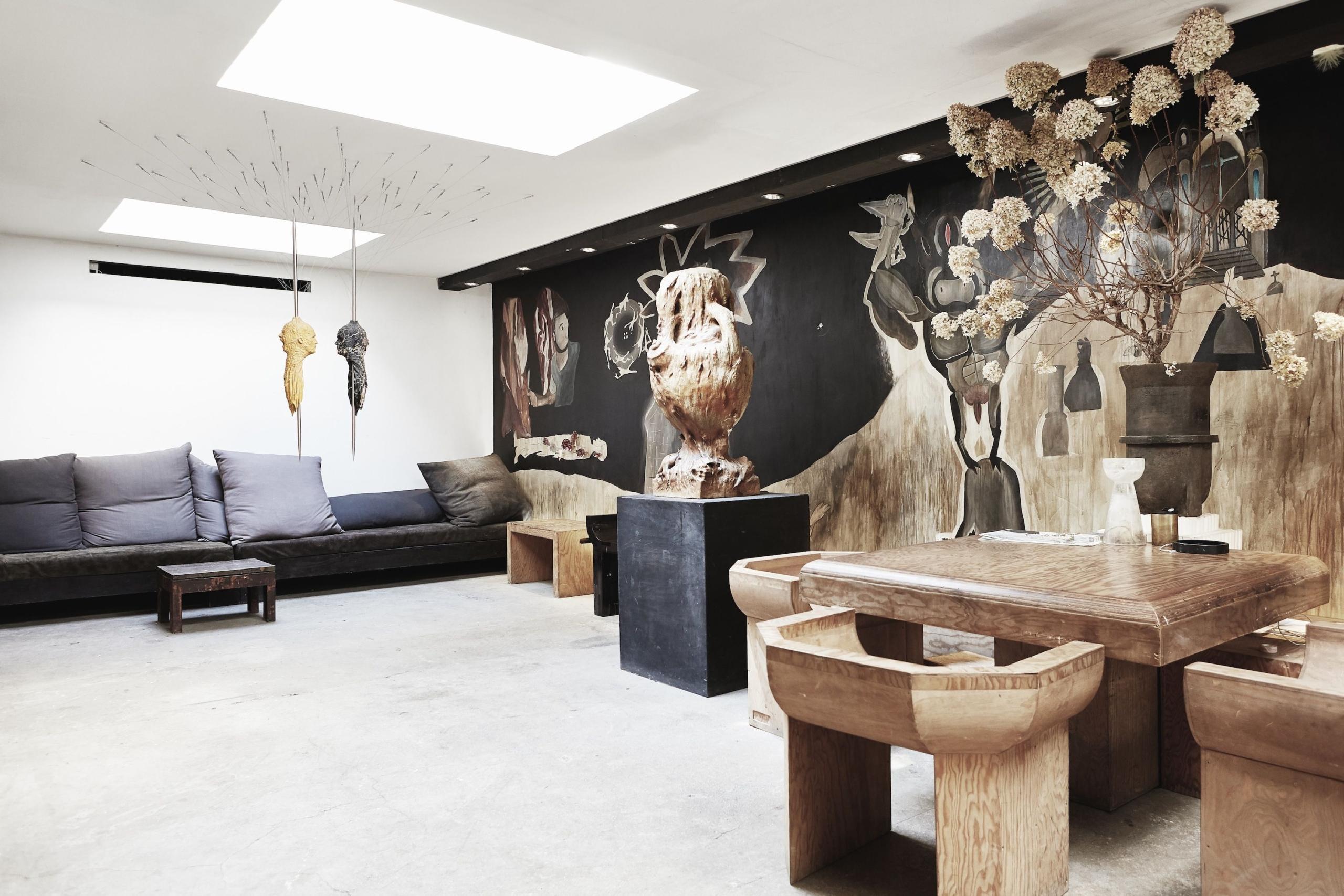 Мебель Rick Owens в гостиной Рика Оуэнса