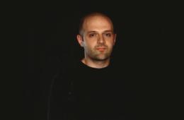 Хуссейн Чалаян - история жизни британского дизайнера
