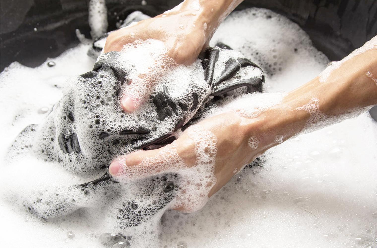 Дезинфекция одежды – как стирать одежду вручную и проводить дезинфекцию