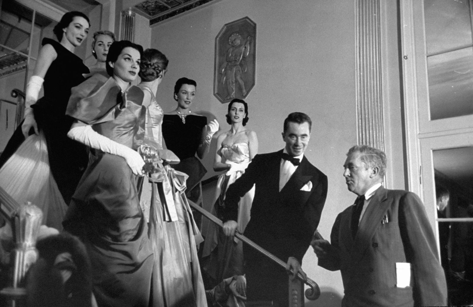 Чарльз Джеймс с моделями за кулисами модного показа