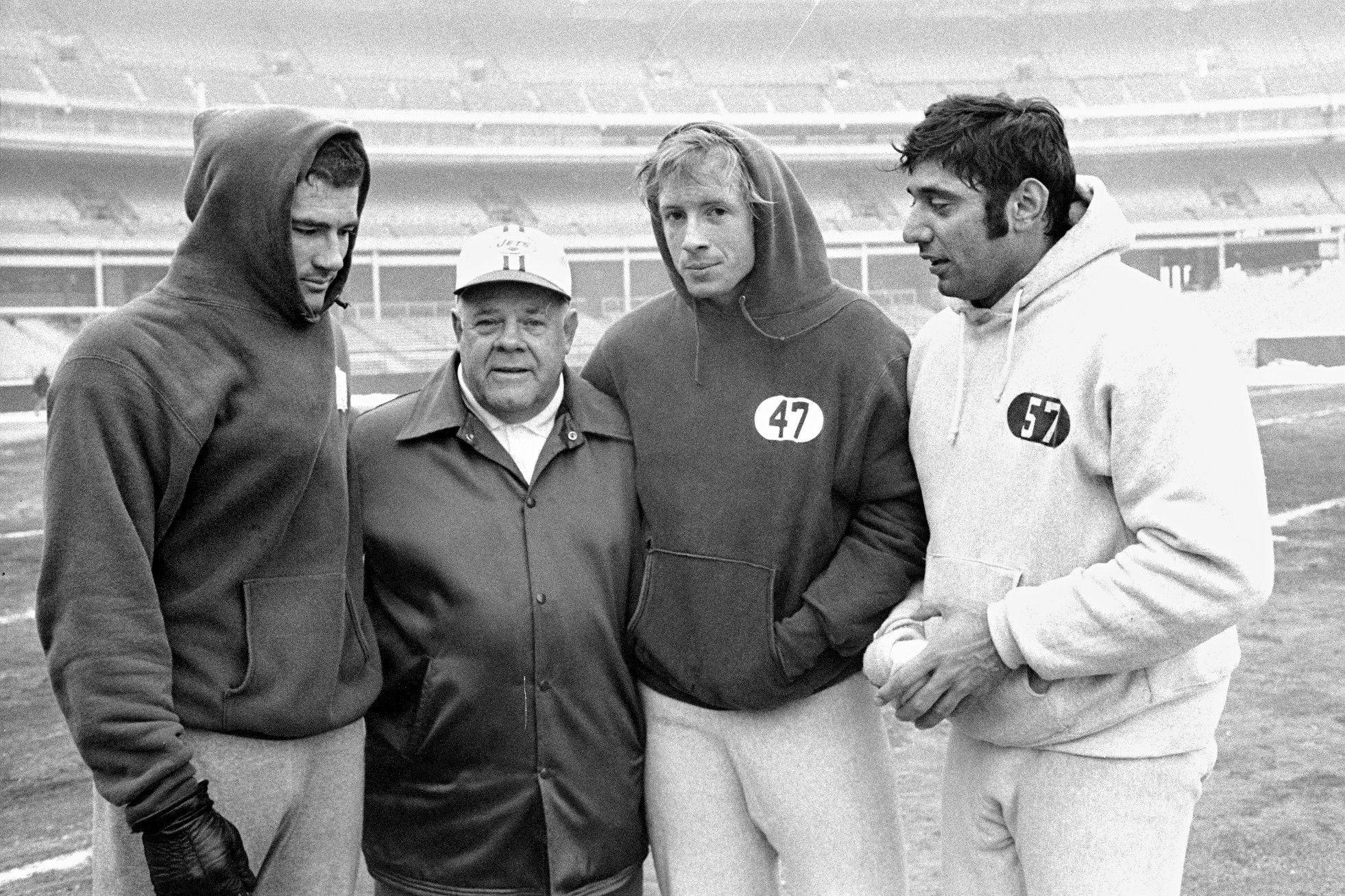 Члены футбольной команды «Нью-Йорк Джетс», 1968 год. История худи в статье по ссылке