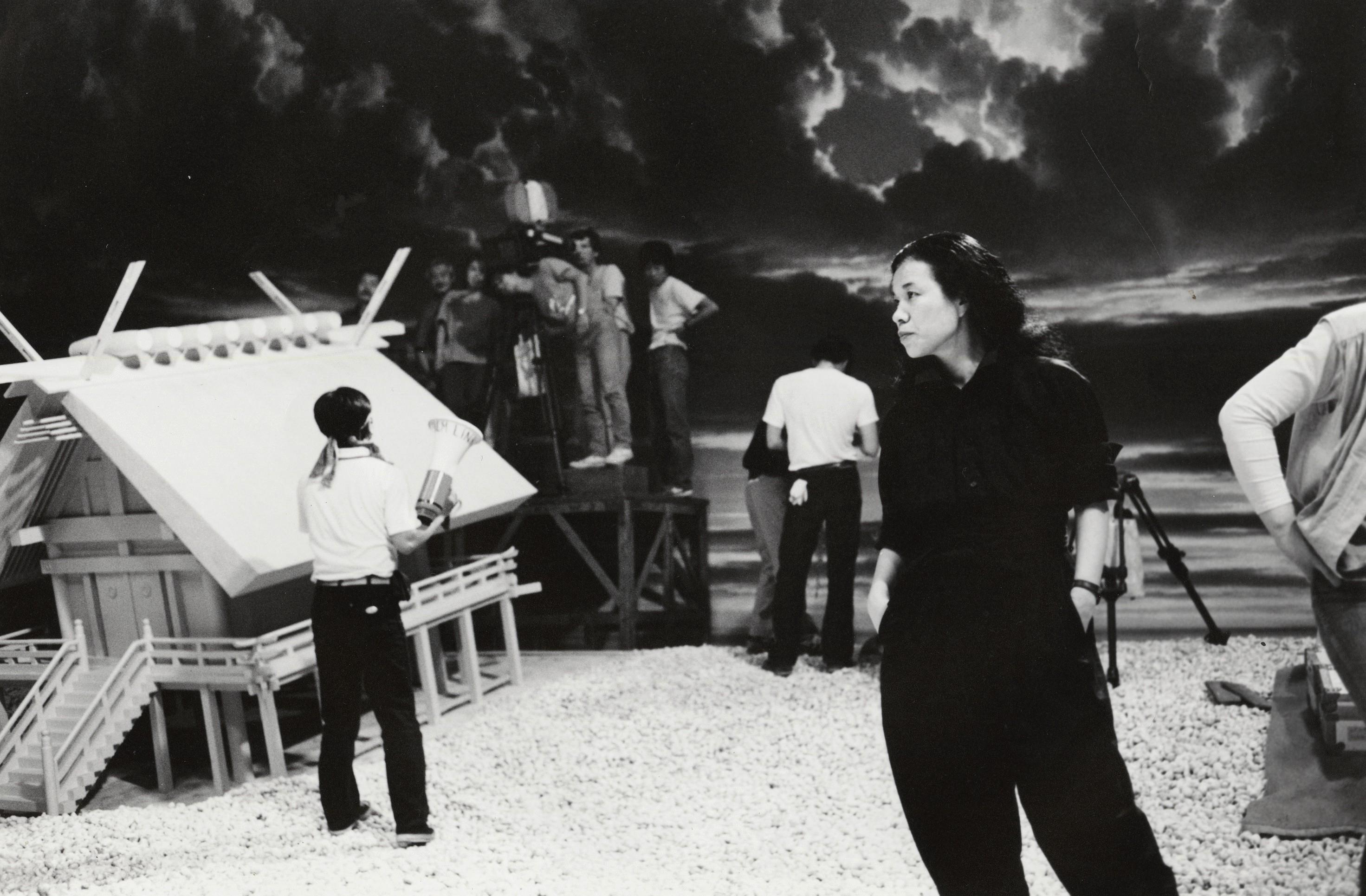 Эйко Исиока на съемочной площадке фильма «Мисима: Жизнь в четырёх главах»