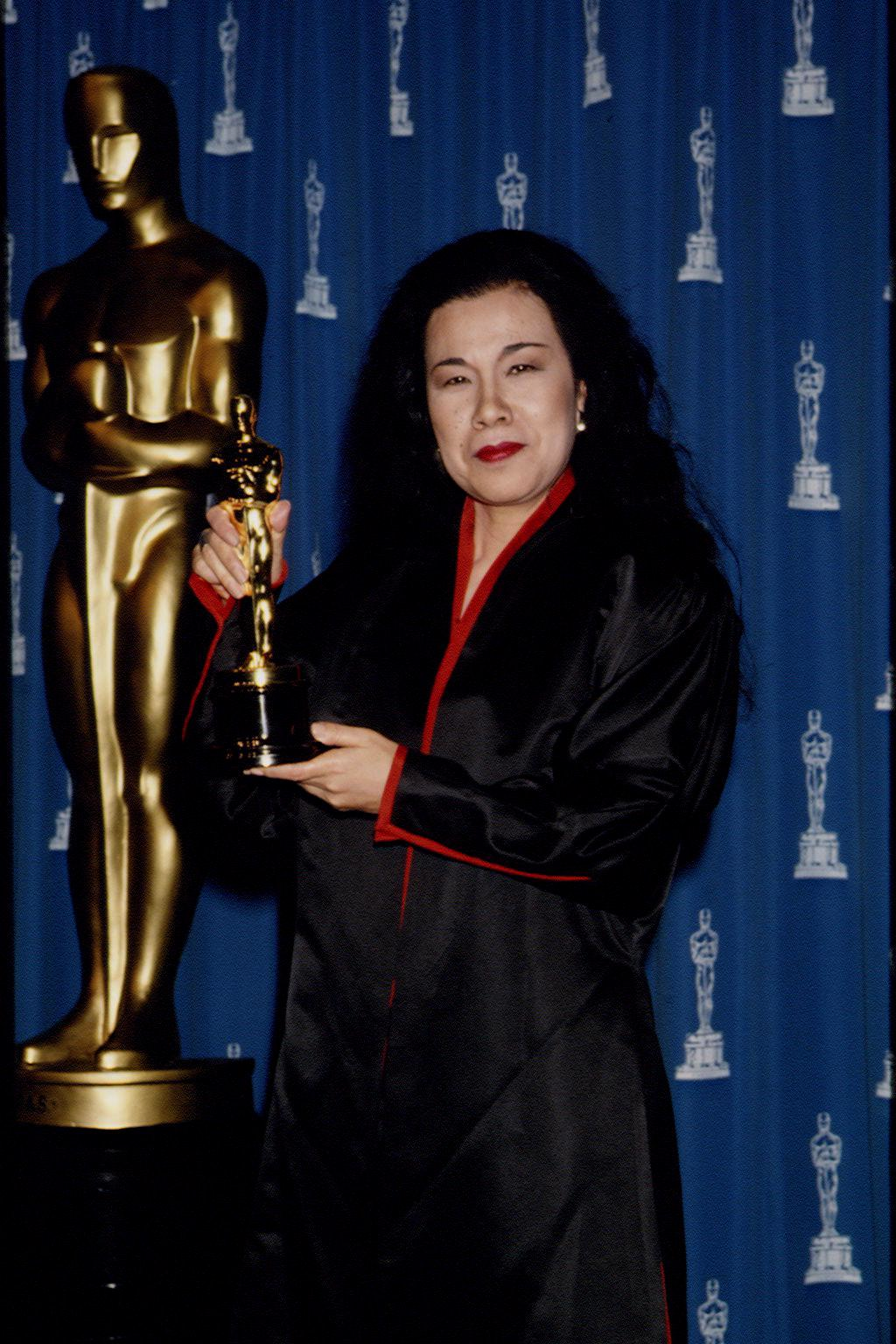 Эйко Исиока получила премию Оскар за лучшие костюмы в фильме Дракула